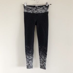 Koral Pixelate Crop Legging in Black Medium